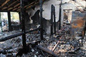 Un-incendie-ravage-une-maison-de-Vouzailles_reference